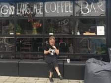 Espresso bestellen in gebarentaal bij dove barista's