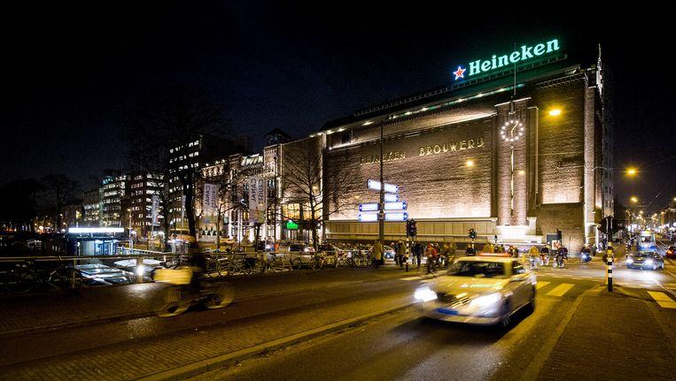 Voornamelijk toeristen brengen een bezoek aan de Heineken Experience. Beeld anp