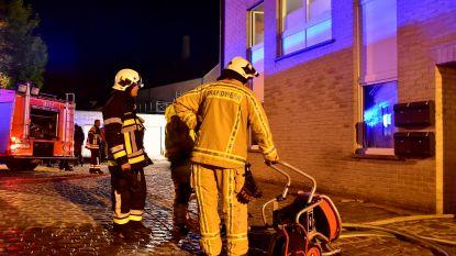 Rookmelders wekken bewoners bij brand in flat