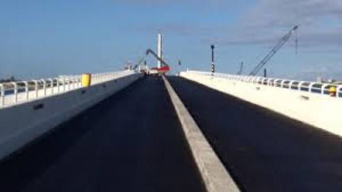Janssen de Jong was op Sint-Maarten betrokken bij de bouw van een brug over de Simpson Bay Lagune.