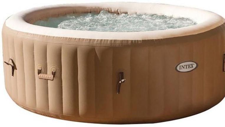 In het bad passen vier volwassen personen.