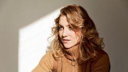 """Charlotte De Bruyne uit 'De Twaalf' werd op haar 18e verliefd op haar regisseur: """"Een man van 30... Dat hoort toch niet!"""""""
