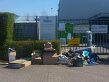 Spullen gedumpt voor gesloten hekken van 2Switch in Westervoort