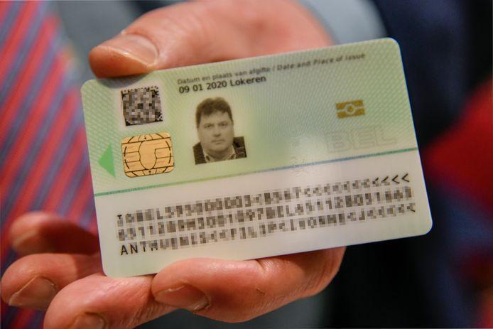 Voorstelling van de nieuwe identiteitskaart met vingerafdruk in Lokeren.