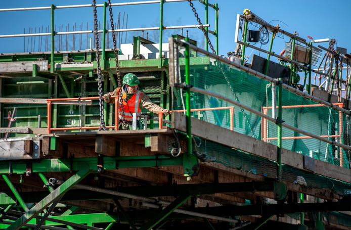 Vooral bij bouwbedrijven in de Achterhoek kampen met personeelstekorten.