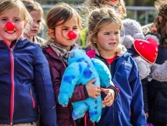 """Vzw Clownshuis vestigt officieus wereldrecord 'knuffelwerpen' en focust zich op kinderen in quarantaine: """"Humor en fantasie is wat ze nu nodig hebben"""""""