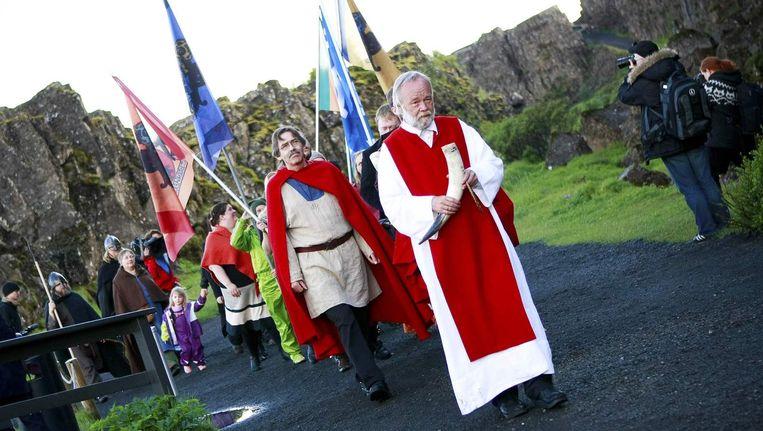 Een processie door leden van vereniging Asatruarfelagid, drie jaar geleden in Reykjavik. Beeld reuters