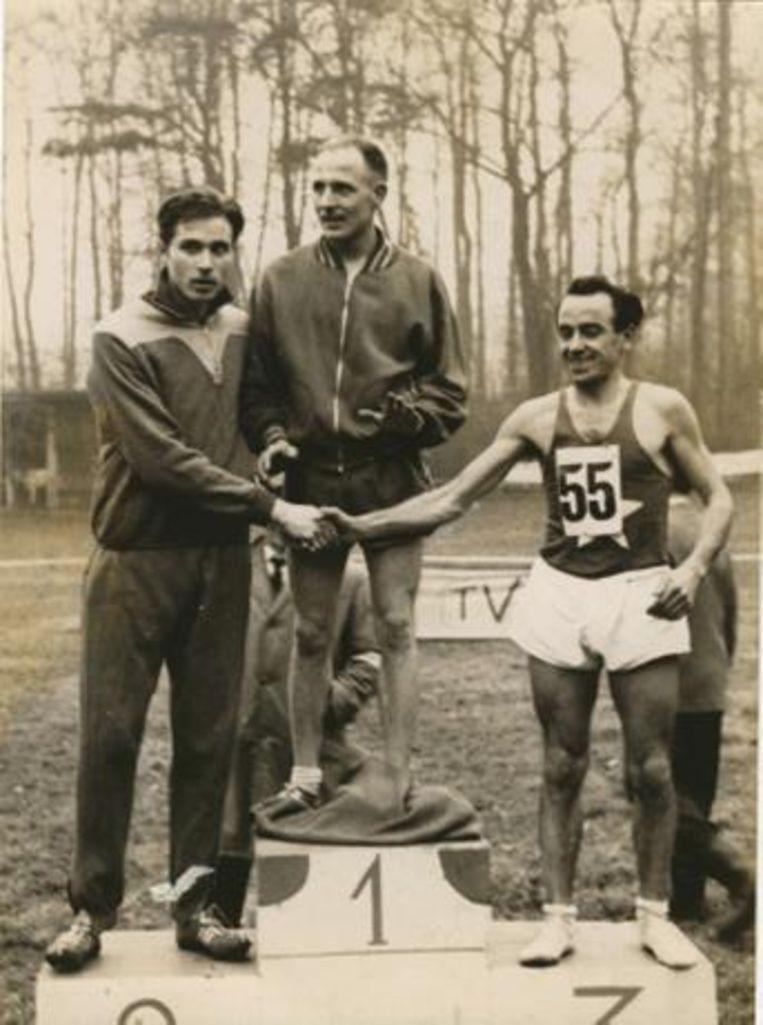 De Pauw was vroeger een gevierd veldloper. Hier staat hij op het hoogste schavot van het podium tijdens het Brabants Kampioenschap in 1961.