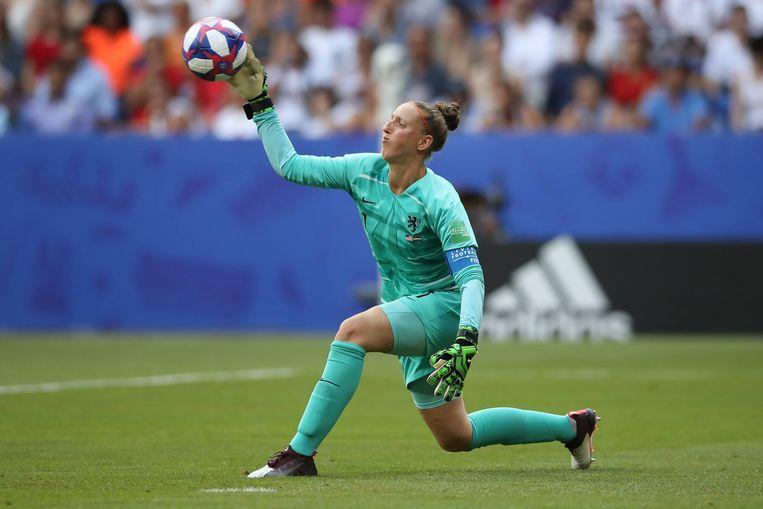 Sari van Veenendaal komt in actie tijdens de verloren WK-finale tegen de Verenigde Staten.  Beeld BSR Agency