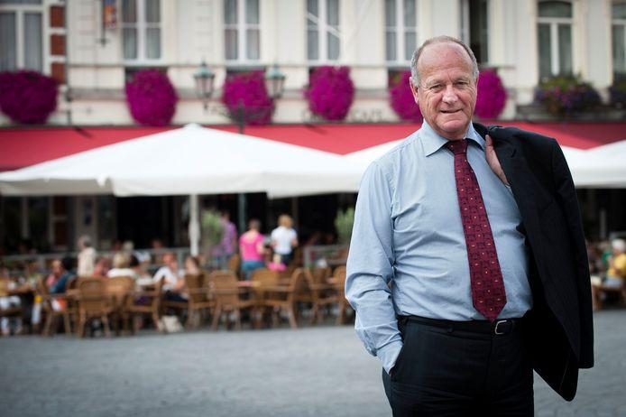 Waarnemend burgemeester Dick de Cloe op de Grote Markt in Bergen op Zoom, waar hij   in 2013 de honneurs waarnam als burgemeester