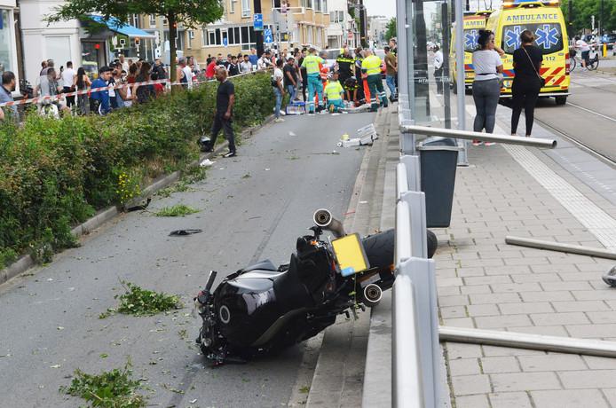 De motor als stille getuige op de Haagweg.