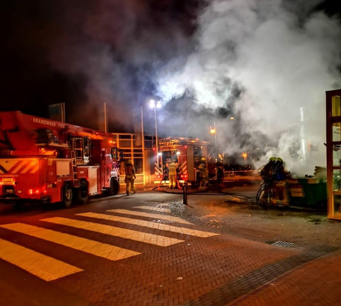 Beelden van de brand op het Vierwiekenplein.