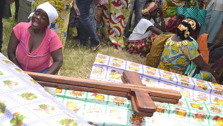 Een begrafenis in Noord-Kivu na een bloedige aanslag vorige week Beeld afp