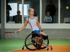 Toppers van het rolstoeltennis strijken neer in Beneden-Leeuwen: 'Eindelijk mogen we weer'