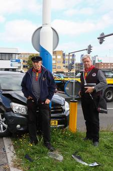 Dubbel 'pech' voor shantykoor: vast in Cruise Terminal, daarna aanrijding