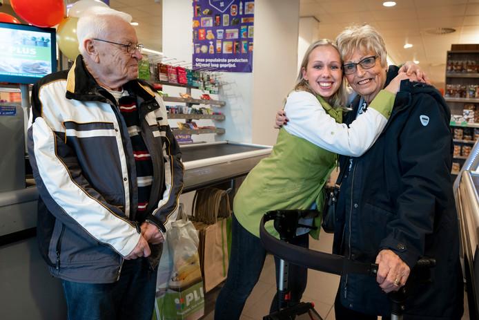 Britt, cassiere bij de Plus Markt op de Maaspoort is een inzamelingactie begonnen om geld in te zamelen voor het echtpaar dat desondanks diefstal van hun geld toch op vakantie kunnen.