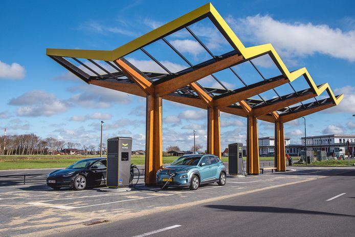 Het eerste snellaadstation in België vind je bij de internationale luchthaven Oostende-Brugge.