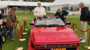 En plots duikt 'de paus' op in Knokke ... met een Ferrari