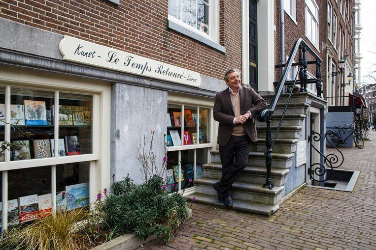 Pierre-Pascal Bruneau voor zijn boekhandel Le Temps Retrouvé: 'Het voelt als thuiskomen' Beeld Carly Wollaert