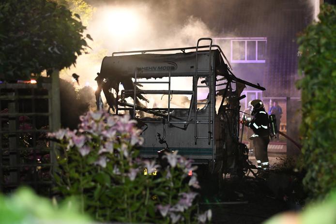 De camper van een stel uit Kamerik is vannacht uitgebrand.
