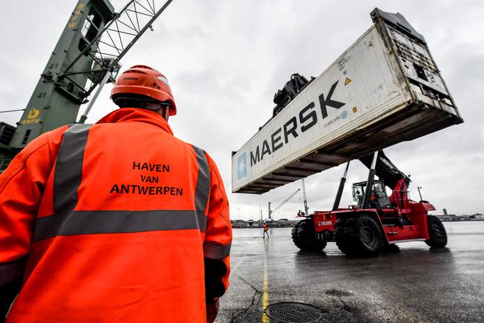 De haven van Antwerpen beleefde een uitstekende maand april, met een recordoverslag voor containers.