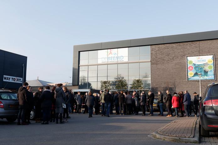 Condoleance bijeenkomst voor de door een noodlottig ongeval om het leven gekomen Lochemse bedrijfsleider en voormalige badmeester van zwembad/sportcentrum De Beemd,  Gert Assink. Foto Patrick Gemert.