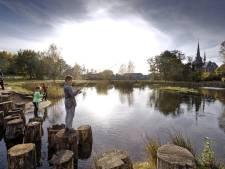 Alleen Haarense jeugd mag vissen in vijver achter Lambertuskerk