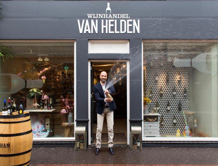 Ronald van Helden opende in 2015 een wijnhandel in Oss. In juni dit jaar gaat zijn tweede winkel open, in Heesch.