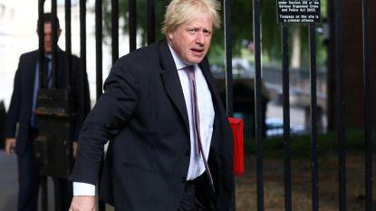 """Boris Johnson haalt zwaar uit in column: """"Vrouwen in boerka zien eruit als bankovervallers of brievenbussen"""""""