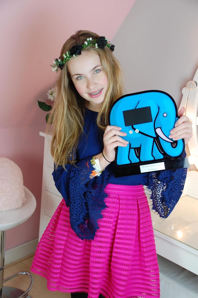 Joy met haar zaterdag gewonnen VEED-award