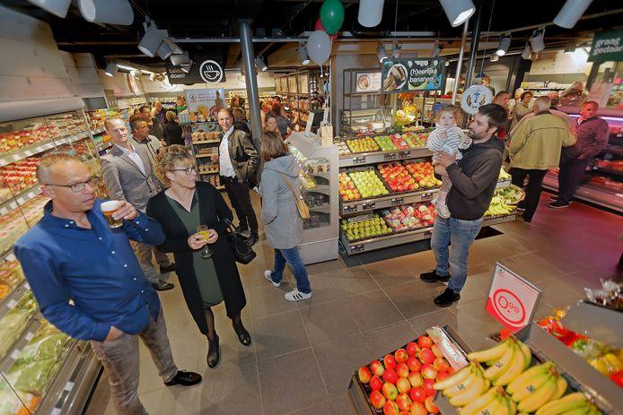 Gisteravond was het open huis: belangstellenden konden een kijkje nemen in de vernieuwde winkel.