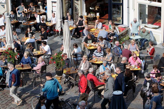 Volle terrassen vorig jaar in de Zutphense binnenstad.
