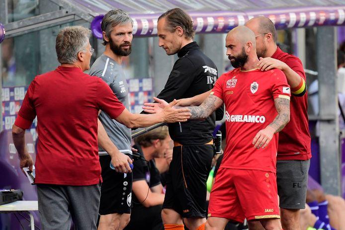 Titularisé par Bölöni, Steven Defour a été remplacé à l'heure de jeu après avoir ressenti des crampes. Le médian belge s'est surtout contenté de ses tâches défensives.