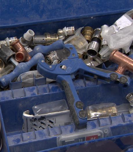 Politie zoekt eigenaren van 17 koffers met gestolen gereedschap