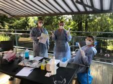 Op bezoek bij moeder in verzorgingshuis met coronahaard: 'Ik voel me veilig als ik naar binnen stap'