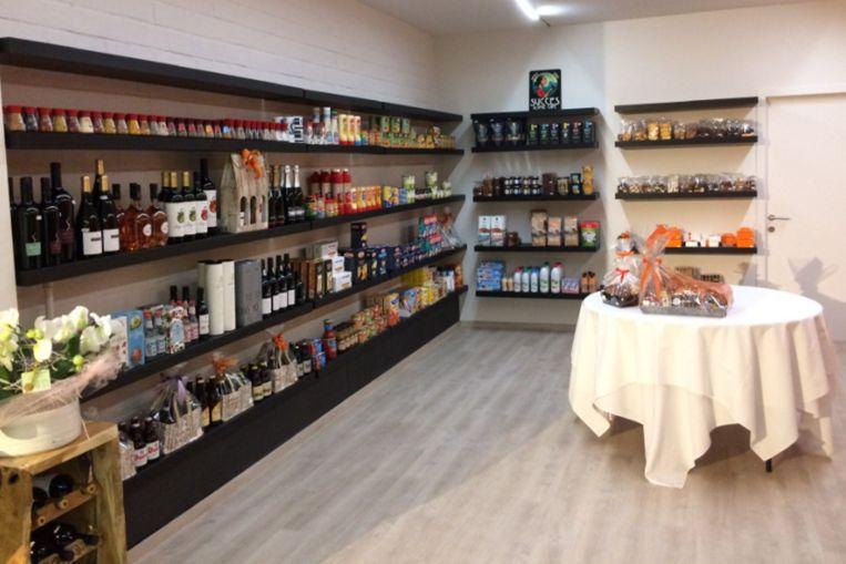 Het gebouw van Pimboli doet voortaan dienst als broodjeszaak en kruidenierswinkel.
