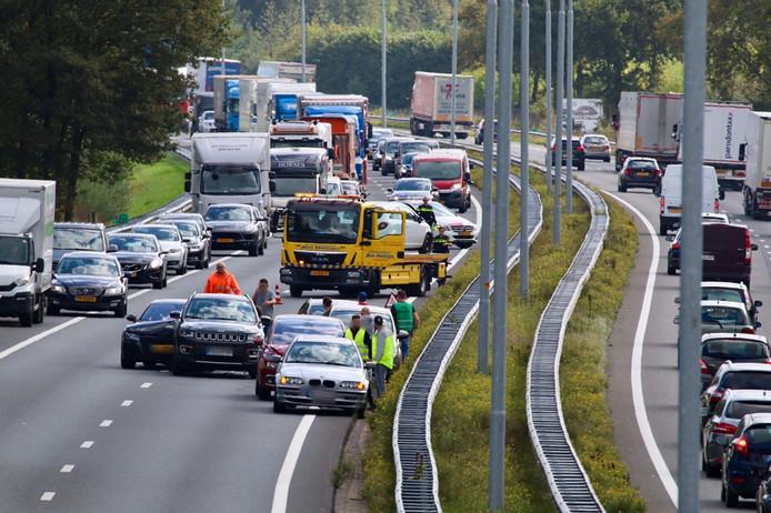 Vijf auto's zijn betrokken geraakt bij een ongeval op de A73 ter hoogte van Cuijk in de richting van Nijmegen.