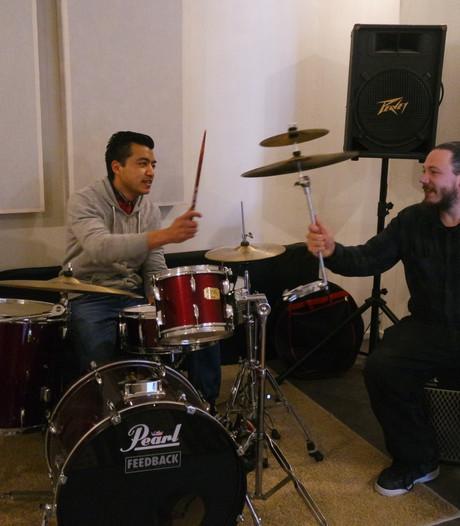 'Donker Oss'-muzikanten openen studio met repetitieruimtes