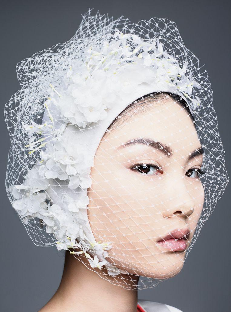 Hoed van Dior, ontworpen door Stephen Jones voor Raf Simons Beeld Sølve Sundsbø voor Dior