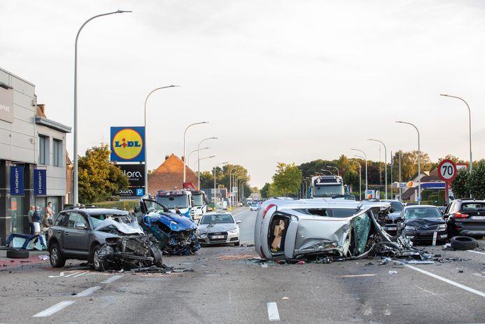 In totaal waren er 14 voertuigen betrokken.