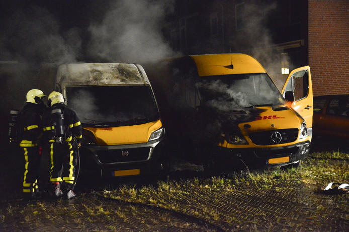 DHL-busjes uitgebrand