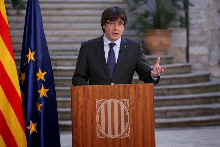 Puigdemont tijdens zijn tv-toespraak zaterdag. Uit voorzorg heeft hij zijn vrouw en dochters het land uitgestuurd. Beeld reuters