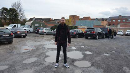 """Stad zal publieke parking aanleggen in Brugstraat: """"Meer nood aan parkeerplaatsen dan huisvesting op deze locatie"""""""