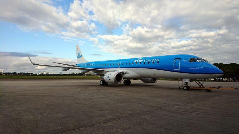 De nieuwe toestellen zijn per passagier 30 procent zuiniger dan de E190's waarmee KLM nu vliegt.  Beeld Herman Stil