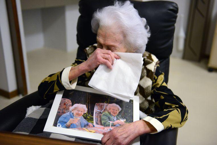 Marcella zwaar aangeslagen na de dood van haar tweelingzus Jeanne
