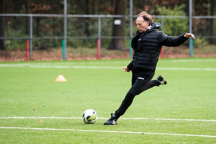 Keeperstrainer Wilfried Brookhuis heeft Jong NEC onder zijn hoede.
