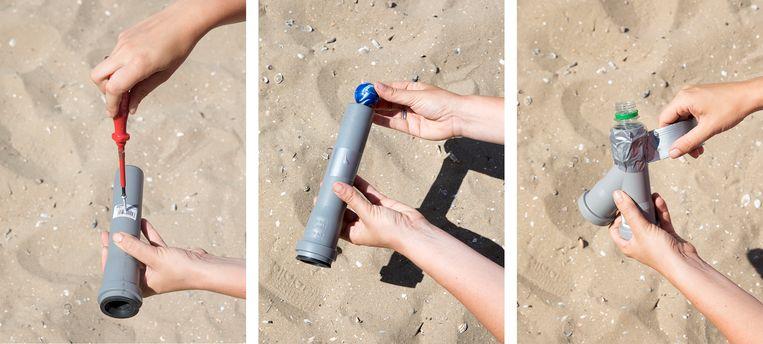 Cor van Essen maakt een stranddouche. Beeld Chris Rovroy