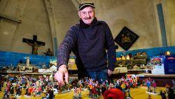 """Frank Smet bouwt opnieuw gigantisch kerstdorp in heemmuseum: """"Het wordt nóg mooier dan andere jaren"""""""