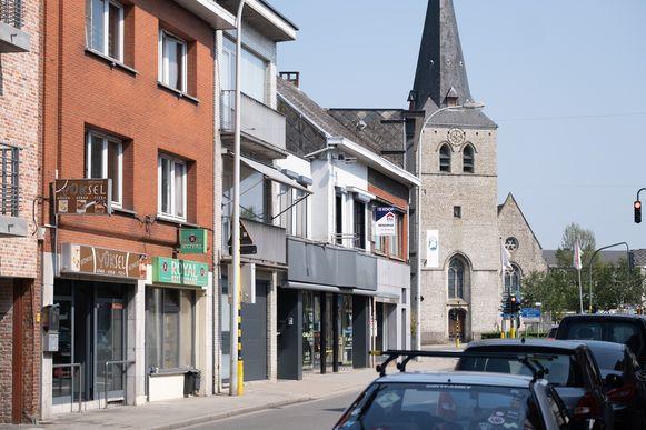 Boven een pitazaak in de Albert Kanaalstraat te Nijlen vond een steekpartij plaats.