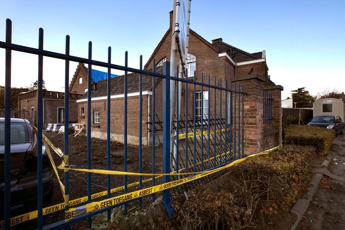 asbest in woning naast afgebrand autobedrijf aan de Run in Veldhoven